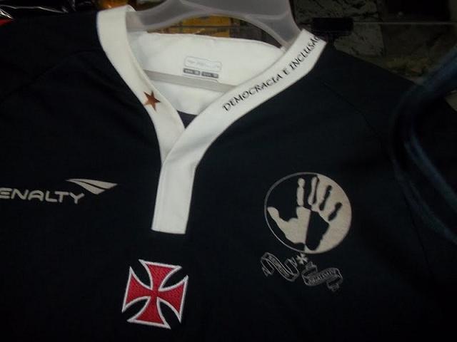 7047bd7ad61f9 ... lança terceira camisa inspirada na luta contra o racismo. O Vasco  lançou na manhã desta quinta-feira, na Sede Náutica da Lagoa, o novo  terceiro uniforme ...