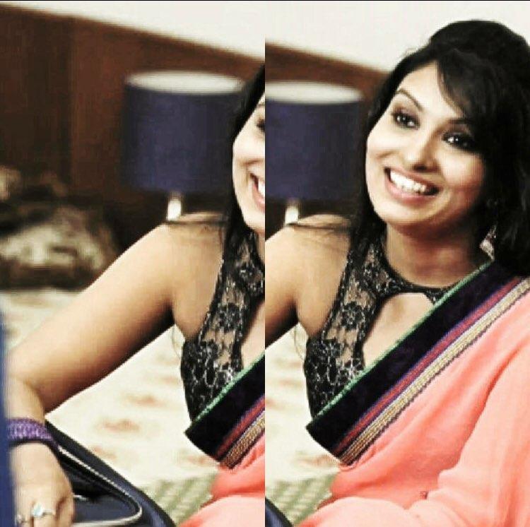Serial actress Vandhana latest in sleeveless blouse and transparent saree
