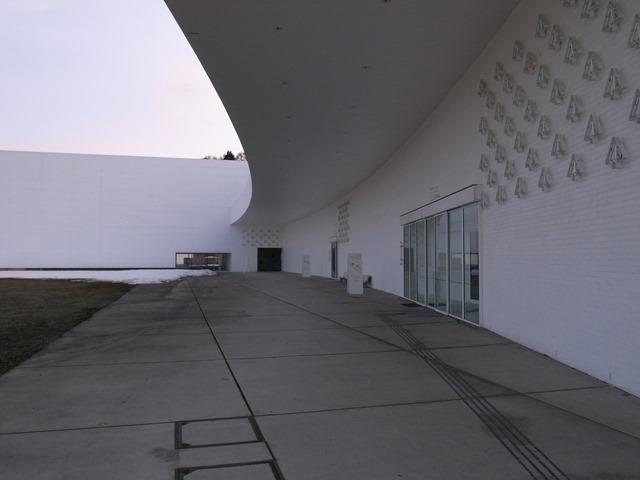 青森県立美術館感想建物