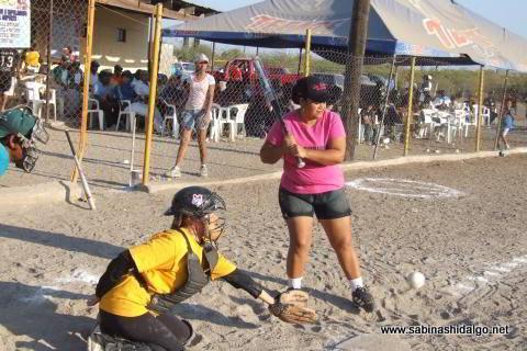 Rosa Rodríguez de Vallecillo en el softbol femenil del Club Sertoma