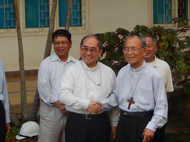 Gia Đình ĐCV Sao Biển tiễn Đức Cha Phaolô qua Nhà Nghỉ Dưỡng các Linh mục Giáo phận
