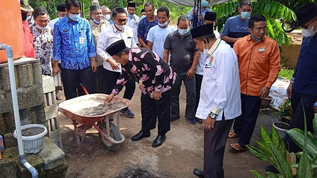 Pj Bupati Inhu Peletakan Batu Pertama Rumah Layak Huni untuk Program Baznas