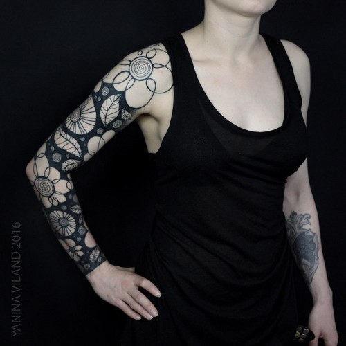 este_requintado_luva_cheia_de_tatuagem
