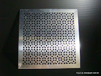 裝潢五金品名: K001-鋁通氣片規格:30*30CM材質:鋅合金顏色:銀色功能:可裝在門片上有通風之功能玖品五金
