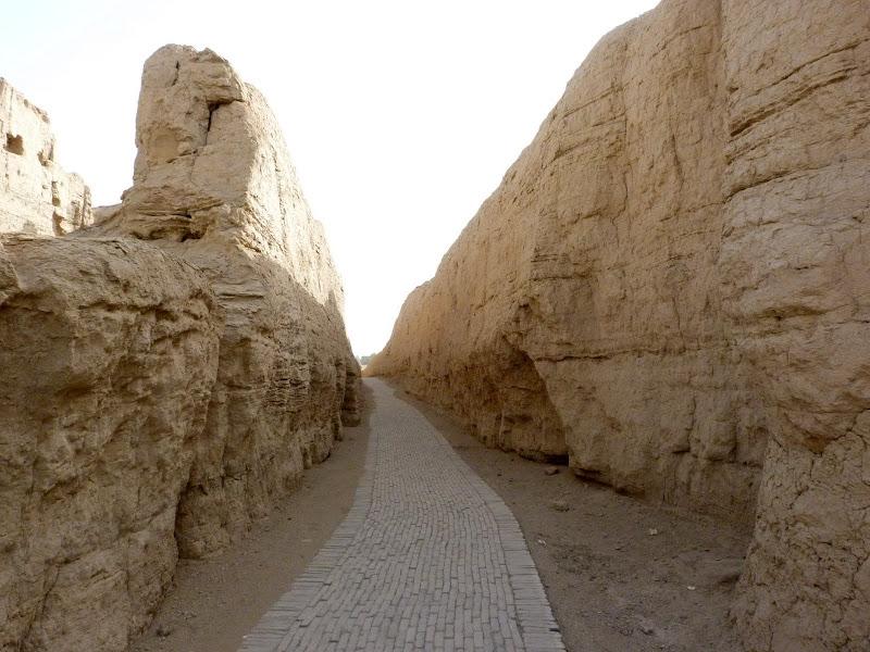 XINJIANG.  Turpan. Ancient city of Jiaohe, Flaming Mountains, Karez, Bezelik Thousand Budda caves - P1270776.JPG