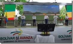 Acompañado por el Director del Departamento Nacional de Planeación, Simón Gaviria, el Presidente Juan Manuel Santos encabezó el acto de firma del Contrato Paz Bolívar-Sucre.