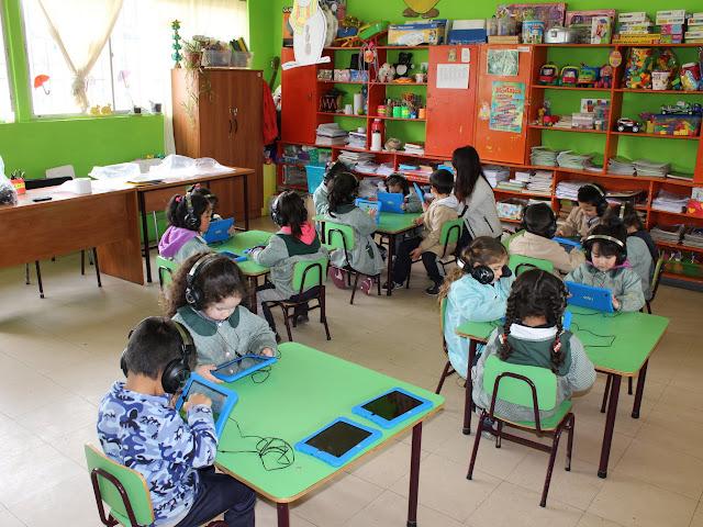 Pre-Kinder Trabajando con Tablet