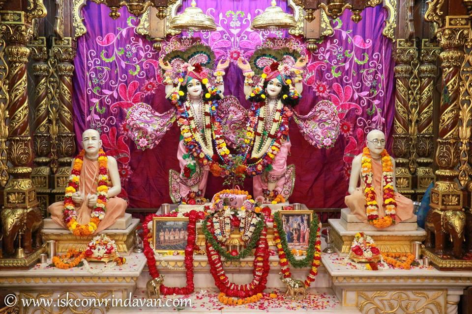 ISKCON Vrindavan Sringar Deity Darshan 08 April 2016 (19)