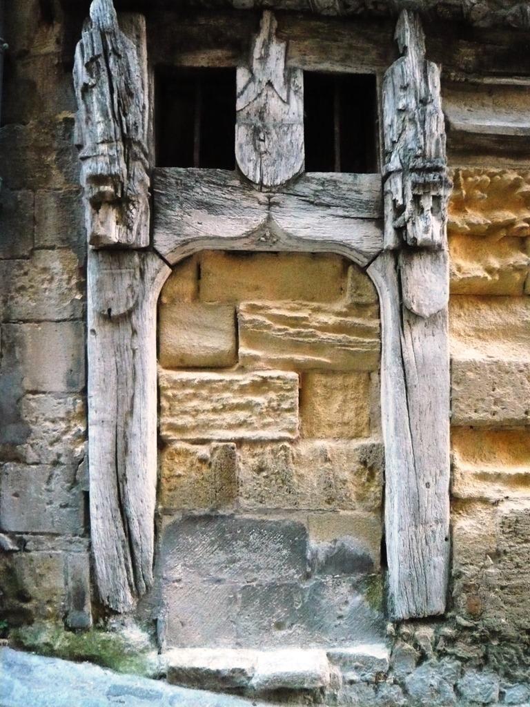[St+Emilion+doors+and+windows9a%5B6%5D]