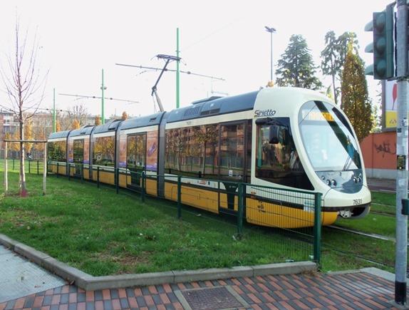 Milano_tram_serie_7600