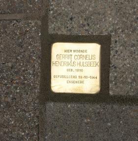 Gerrit Cornelis Hendrikus Hulsbeek  - Hessenweg 30 (nu: C.F. Klaarstraat, t.h.v. ingang Hessenflat). http://www.secondworldwar.nl/enschede/