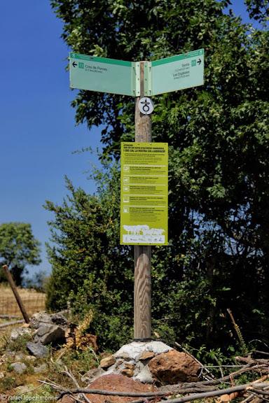 Presentació del senyal informatiu de comportament dels senderistes en zones amb ramaderia impulsada per l'IDAPA i l'agrupació Marques de Pastor que gestiona la ruta El Cinquè Llac. Prat d'Or. Sarroca de Bellera, Pallars Jussà, Lleida