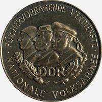 145d Verdienstmedaille der Nationalen Volksarmee in Gold Punze (9) www.ddrmedailles.nl