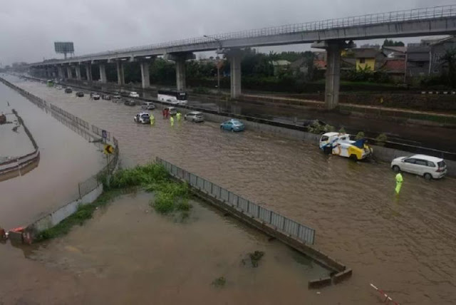 Kemenhub: Proyek Kereta Cepat China Pemicu Banjir Tol Japek