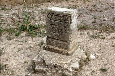 Antiguo mojón kilométrico