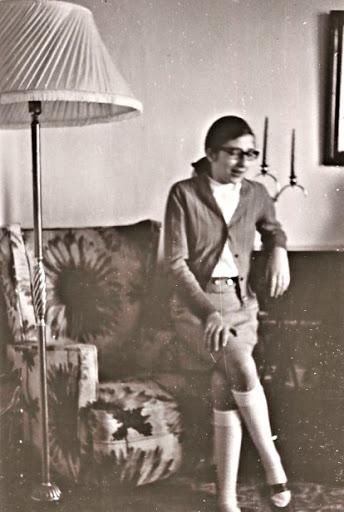 Eva en la casa que vivimos en Orense, donde mi padre estuvo dos años destinado