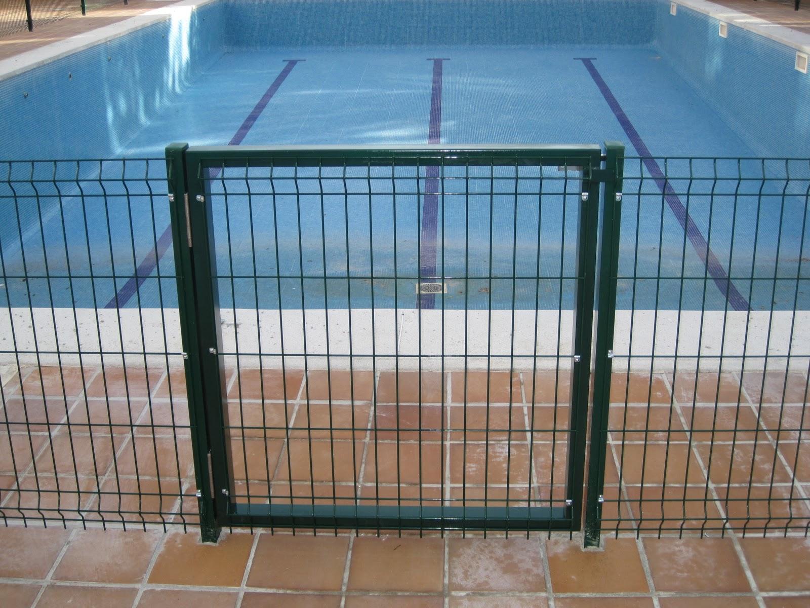 Norbel carpinteria met lica y acero inoxidable cerramiento piscina con malla h rcules - Vallas de madera para piscinas ...