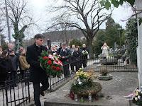 40Harmati Zsolt koszorúz a nyitrai temetőben.JPG
