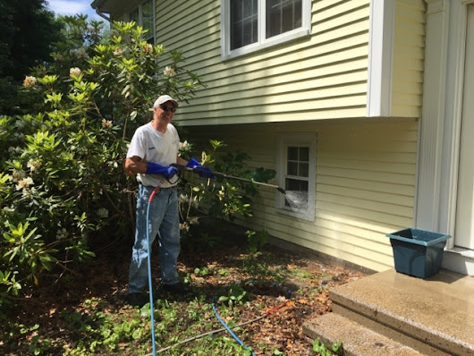 Power washing asphalt roof and vinyl siding in Southbury Connecticut