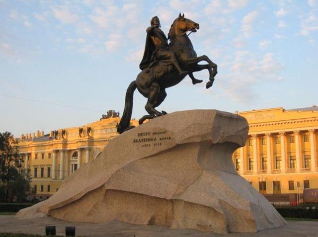 estatua-de-pedro-el-grande-san-petersburgo-1300102290-g