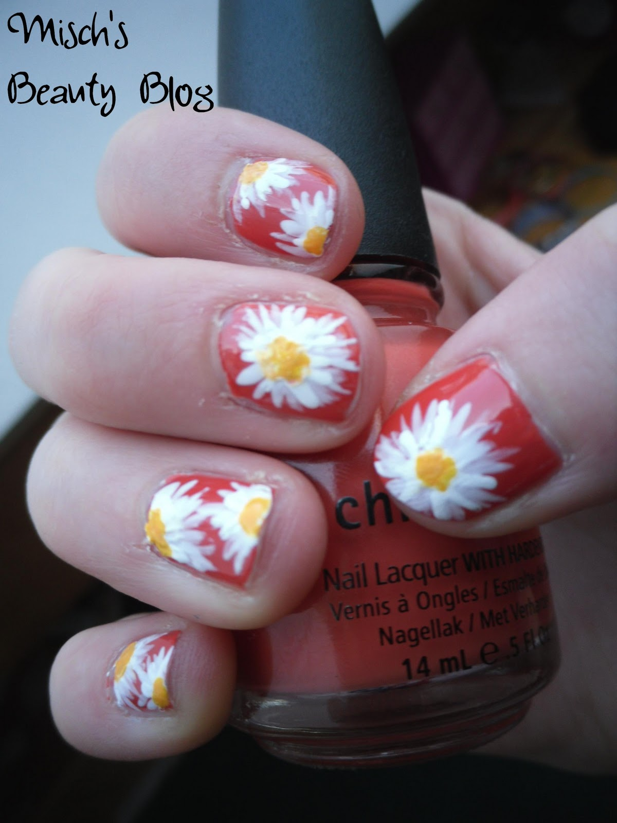 Misch\'s Beauty Blog: NOTD March 7th: Daisy Nail Art