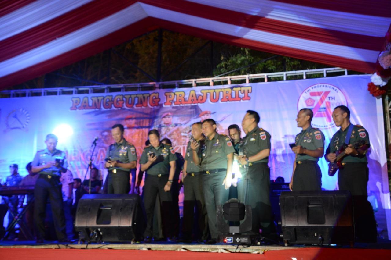 Para Dandim Sejajaran Korem 141/Tp Menyatu Berjoget Dengan Masyarakat Bone di HUT TNI ke 74