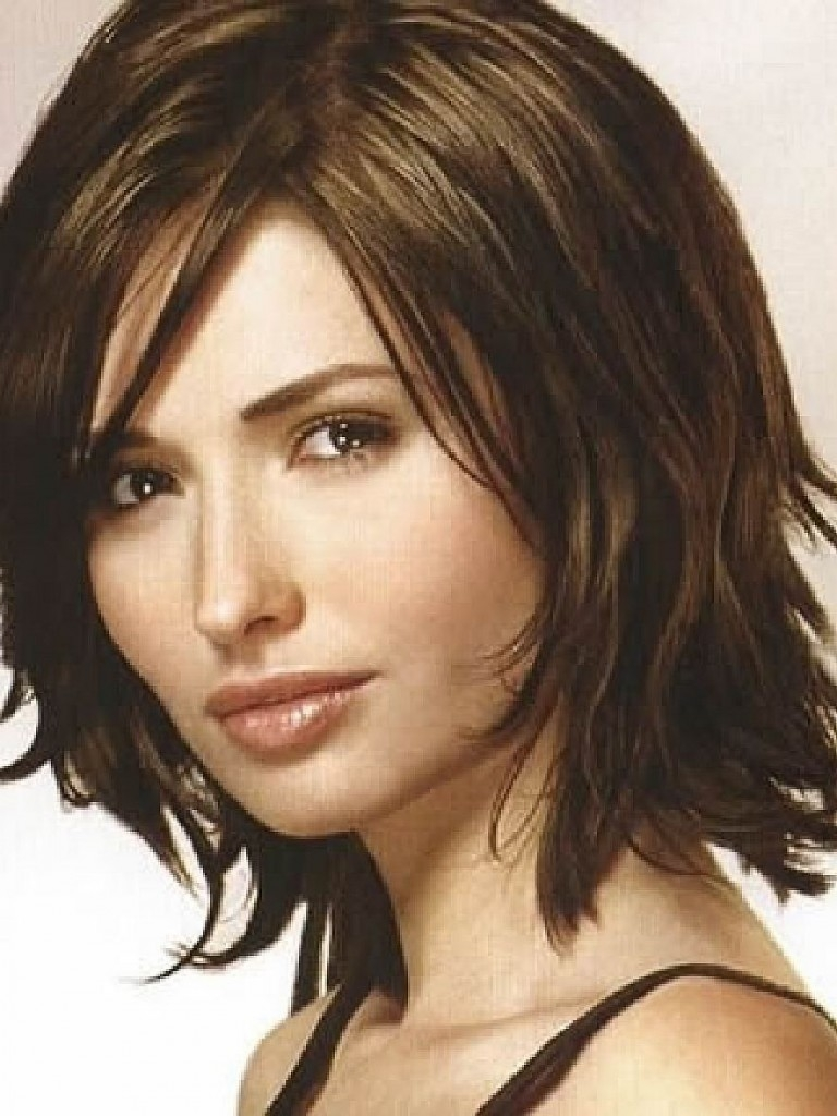 Medium Length Hairstyles And Haircuts For Women's 2018 3