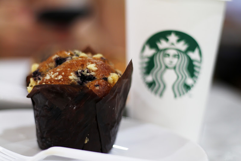 Desayuno en el Starbucks del aeropuerto de Yakarta