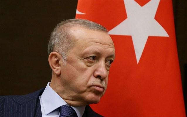 «Έκαναν ένα βήμα πίσω» λέει ο Ερντογάν για τις 10 χώρες που τα «μαζεύουν» για τον Καβαλά