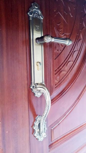 Khóa cửa gỗ 4 cánh cao câp, họa tiết sang trọng