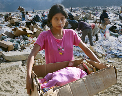 Guatemala: Kids living in garbage dump still believe in Santa Claus