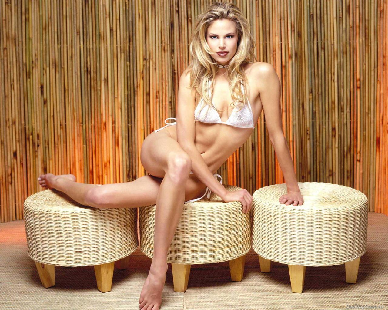 Brooke Burns Topless lifestyle photos: brooke burns hot