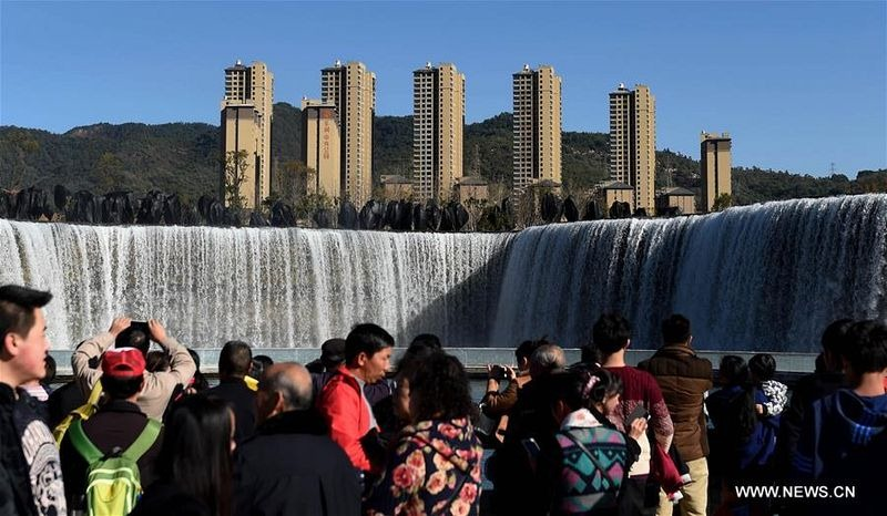 china-artificial-waterfall-kunming-1