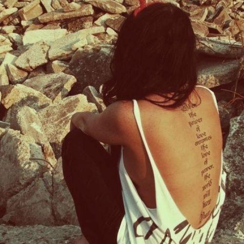 incomum_coluna_vertebral_tatuagem