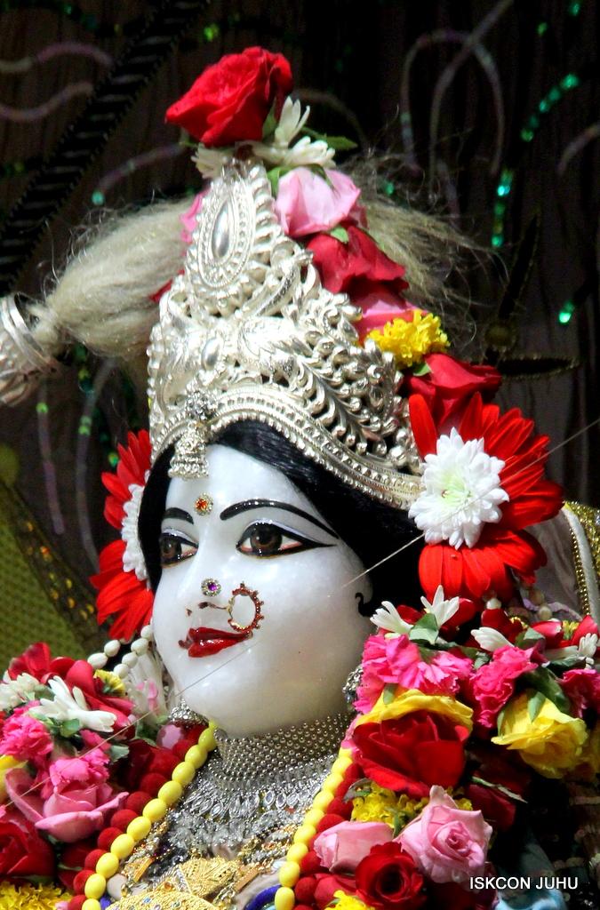 ISKCON Juhu Sringar Deity Darshan on 19th Oct 2016 (17)