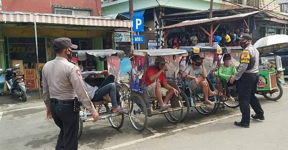Ops Yustisi Polsek Kadipaten Sasar Pengguna Jalan Di Pasar Tradisional Kadipaten