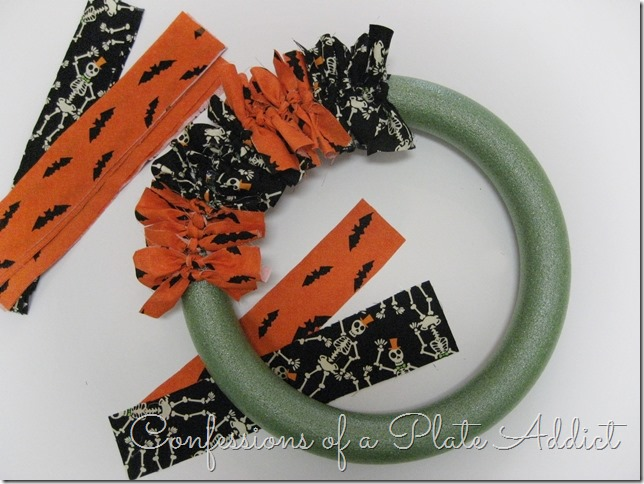 CONFESSIONS OF A PLATE ADDICT Easy Halloween Wreath...Just Tie It! tutorial