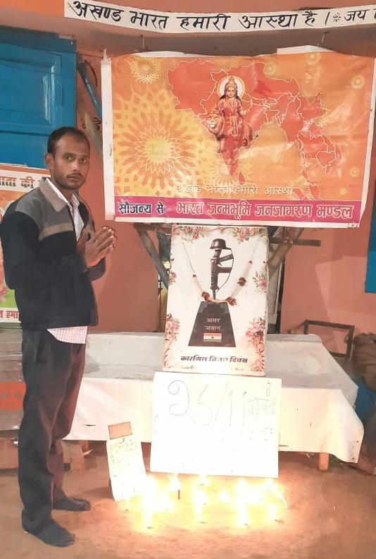 नमन: मुंबई में 26/11 हमले में शहीद जवानों को कैंडल जलाकर दी श्रद्धांजलि
