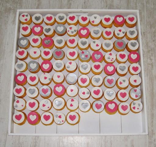 812- cupcakes hartjes.JPG