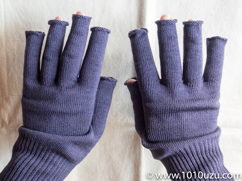 絹の指なし手袋を装着したところ