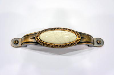 裝潢五金品名:Z785-陶瓷取手規格:96m/m(28*135)規格:128m/m(28*167)顏色:AB+陶瓷玖品五金