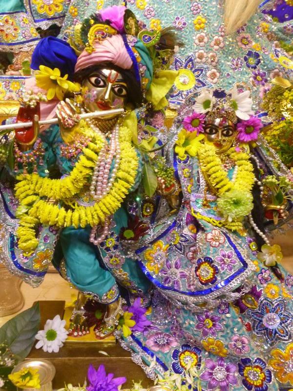 ISKCON Bhaktivedanta Manor Deity Darshan 17 Dec 2015 (16)