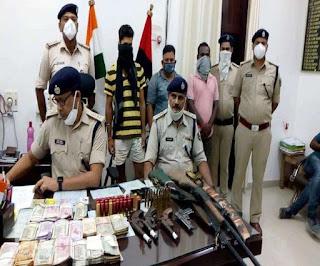 Bihar Crime: छह अवैध हथियार और छह लाख रुपये के साथ तीन बदमाशाें को पुलिस ने किया गिरफ्तार