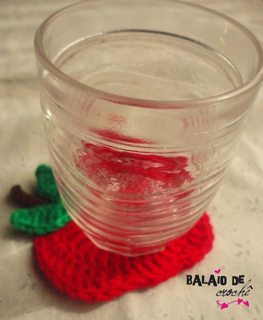 Porta copo maça em crochê