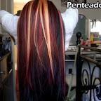 Belas destaques loiros e vermelhos no penteado preto liso.jpg