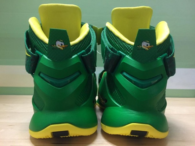 ... Oregon Ducks Womens Nike Zoom LeBron Soldier 9 PEs f7a735b939