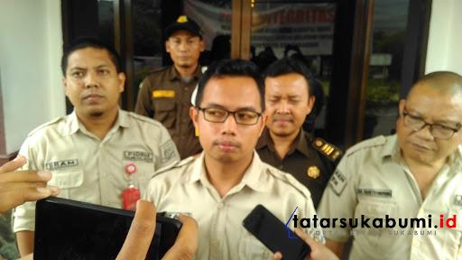 Rizal Jamaludin bersama Tim penyidik tindak Pidana Khusus (Pidsus) Iriyanto Marpaung, Indra Soemarno, Pram Karisma/Foto : Isep Panji