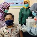 Ketua PMMI Kubu Raya Ismail Suntik Vaksin Sinovac Perdana