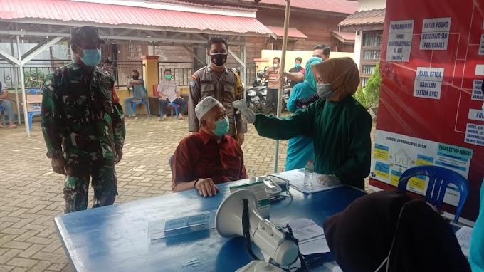 Babinsa Kodim 1002/HST Bersama Bhabinkantibmas  Lakukan Pendampingan Vaksinasi
