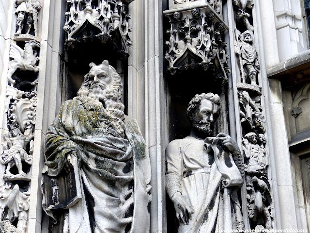 esculturas-portico-lausana.JPG